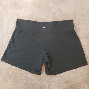 Lululemon Black High Rise shorts (Size L (8/10)